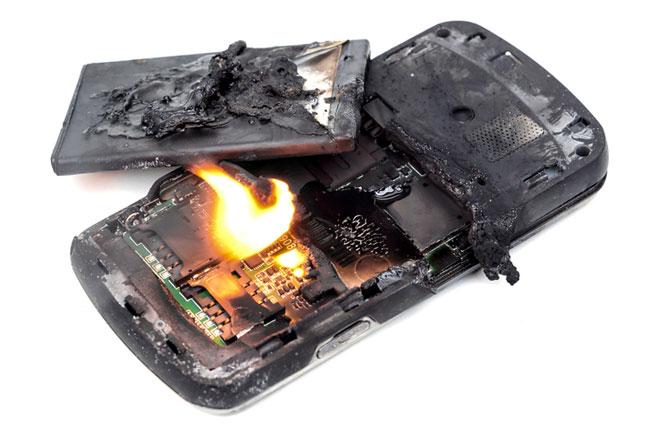 انفجار یا آتش گیری باتری موبایل گوشی